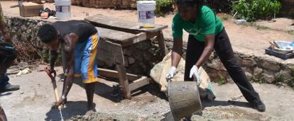 A Projects Abroad volunteer helping to build a school at her Spring Break Building Project